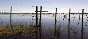 campo inundado alambrado