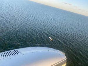 busqueda avion desde arriba