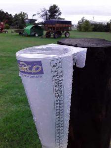 lluvia pluviometro lleno